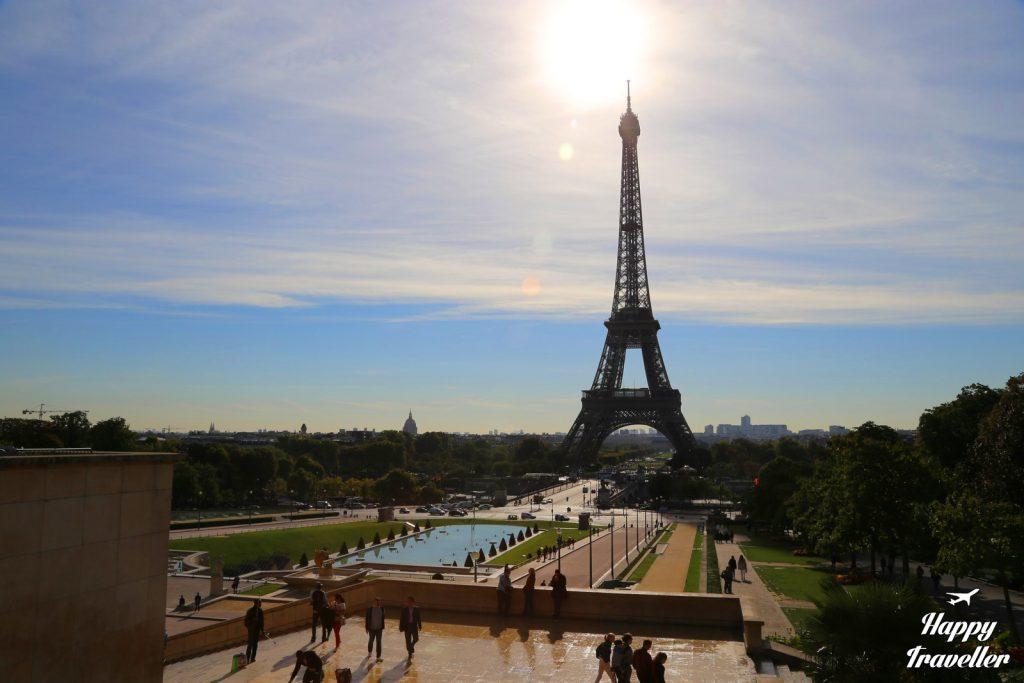 paris happy traveller
