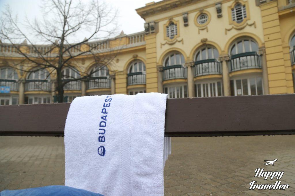 budapest-szechenyi-spa-happy-traveller-2