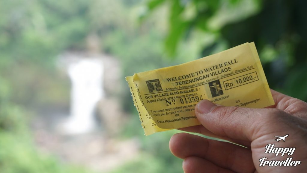 tegenungan-waterfall-happy-traveller-bali-2