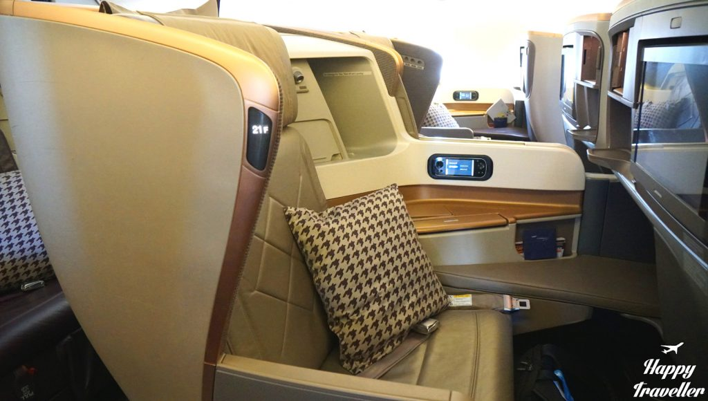 business-class-happy-traveller-singapore-airlines1
