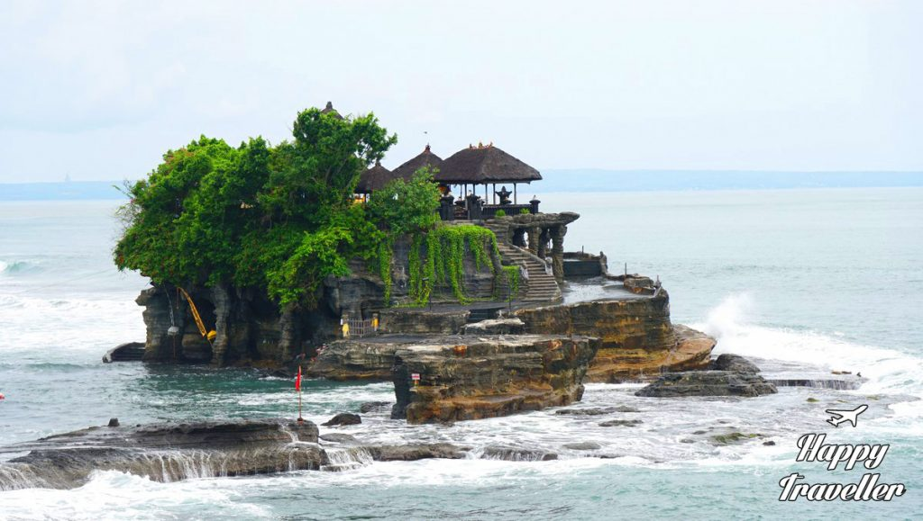 tanah-lot-temple-happy-traveller-bali