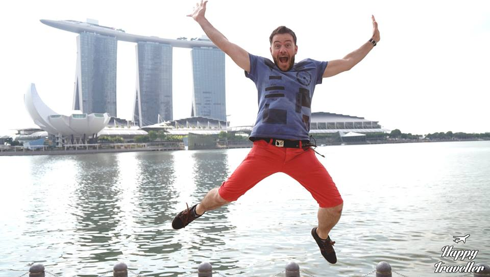 happy-traveller-singapouri