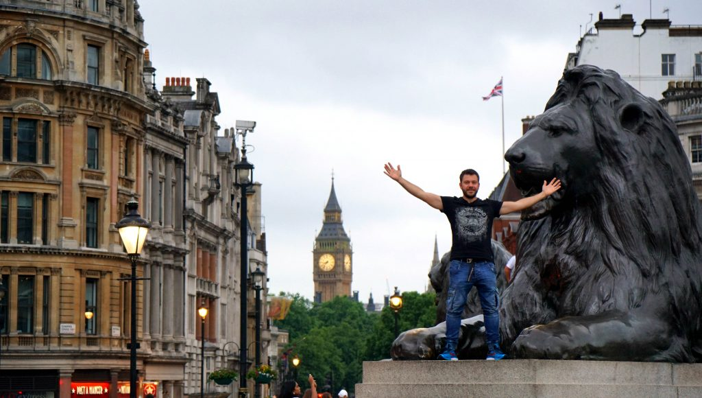 HAPPY TRAVELLER - LONDON 1