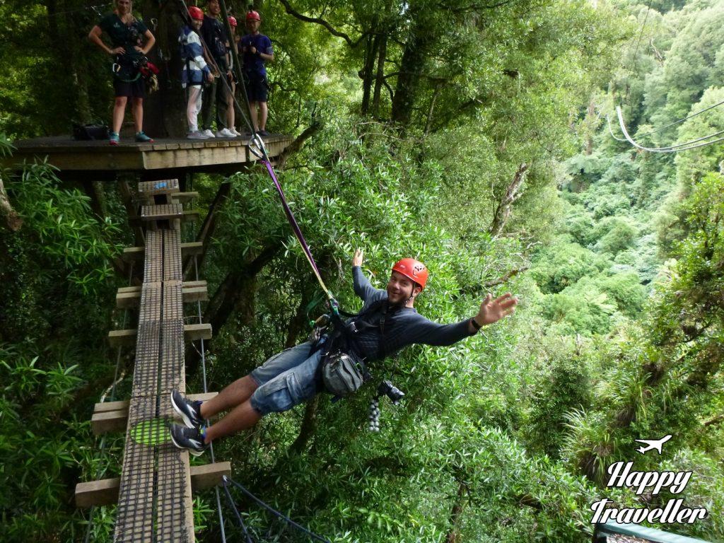 Κομμάτι του ζιπ λάιν με κρεμαστές γέφυρες στη Νέα Ζηλανδία