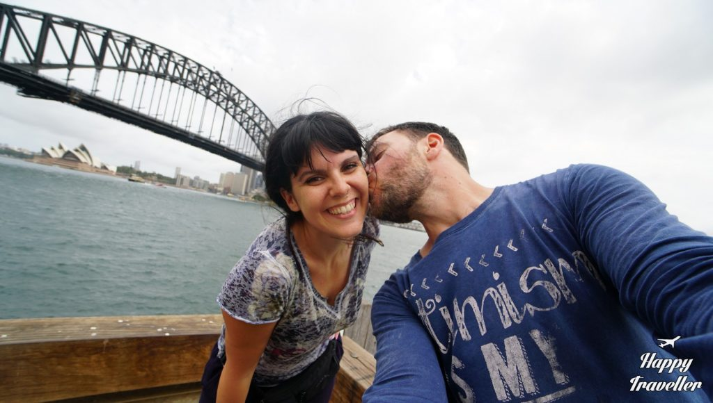 This image has an empty alt attribute; its file name is australia-happy-traveller-1024x580.jpg