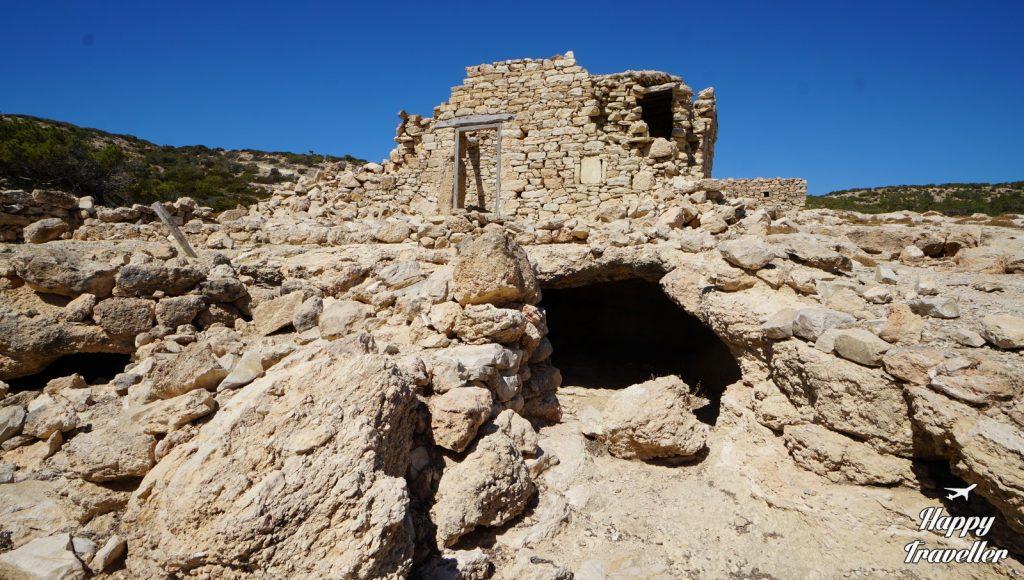 Εγκαταλειμμένα κτίσματα από πέτρα που θα συναντήσεις στην πεζοπορία