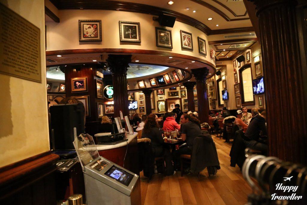 Το Hard Rock Cafe της Ρώμης, εσωτερικά.