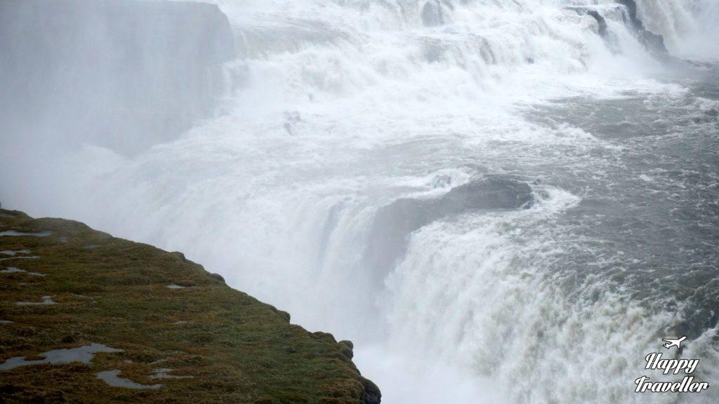 gullfoss waterfalls iceland happy traveller (5)