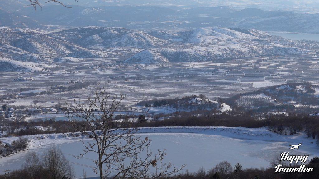Θέα από το αναψυκτήριο πάνω από το χωριό Παναγίτσα