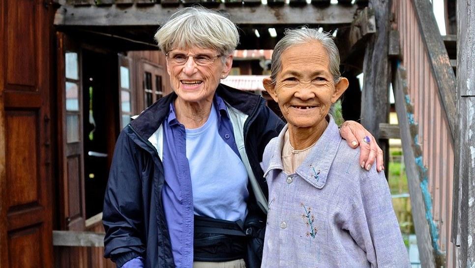 Η Τζούν Σκότ στα αριστερά της φωτογραφίας