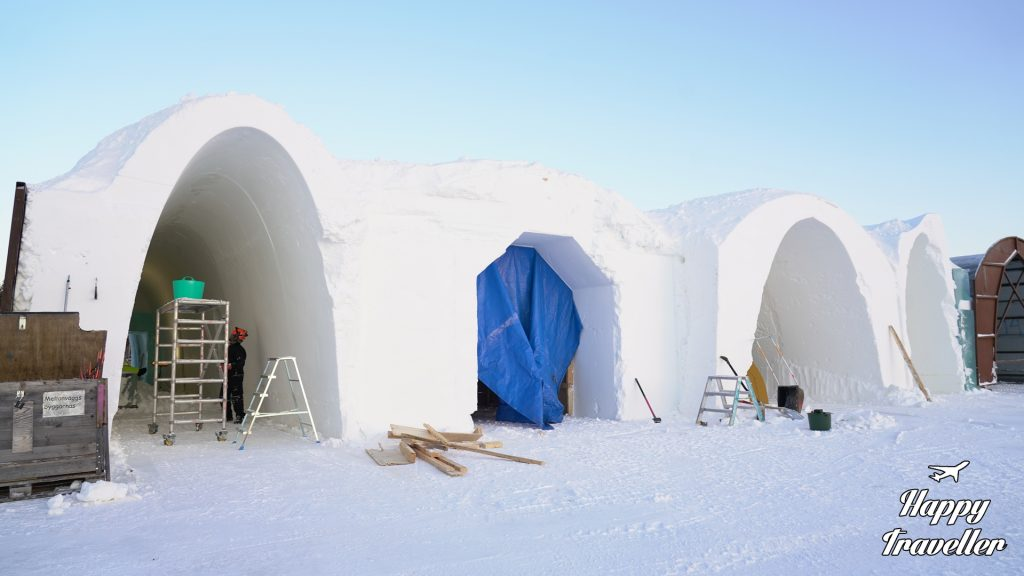 icehotel sweden lapland happy traveller (2)