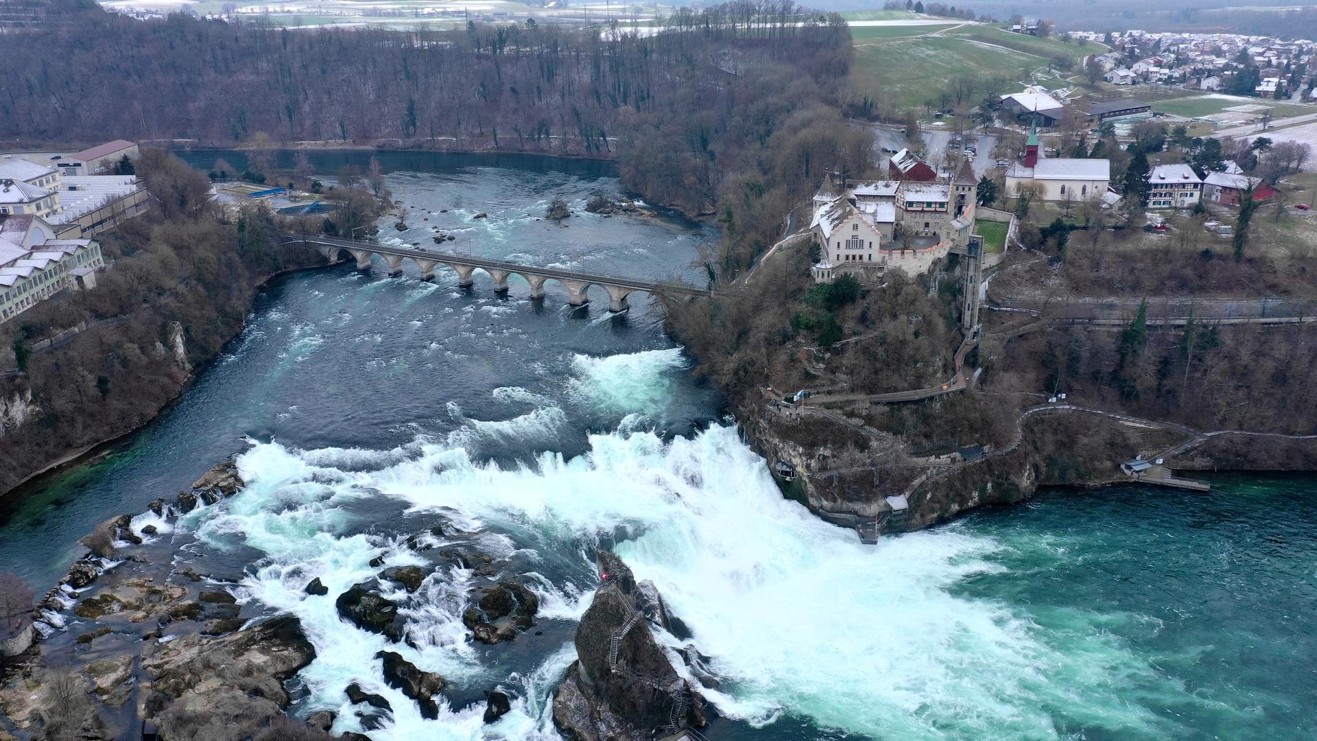 Ο μεγαλύτερος καταρράκτης της Ευρώπης βρίσκεται στην Ελβετία και είναι μοναδικός! | Happy Traveller
