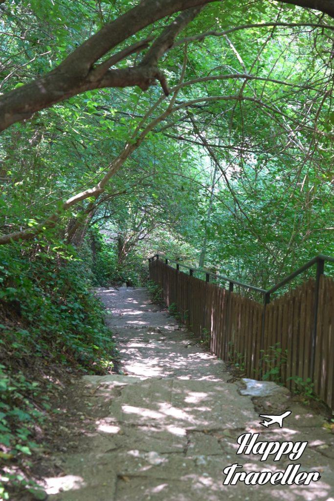 Διαδρομή για σπήλαιο