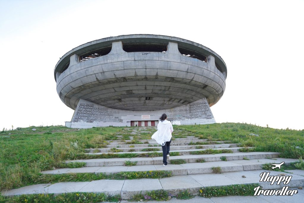 Buzludzha Bulgaria Happy Traveller (6)